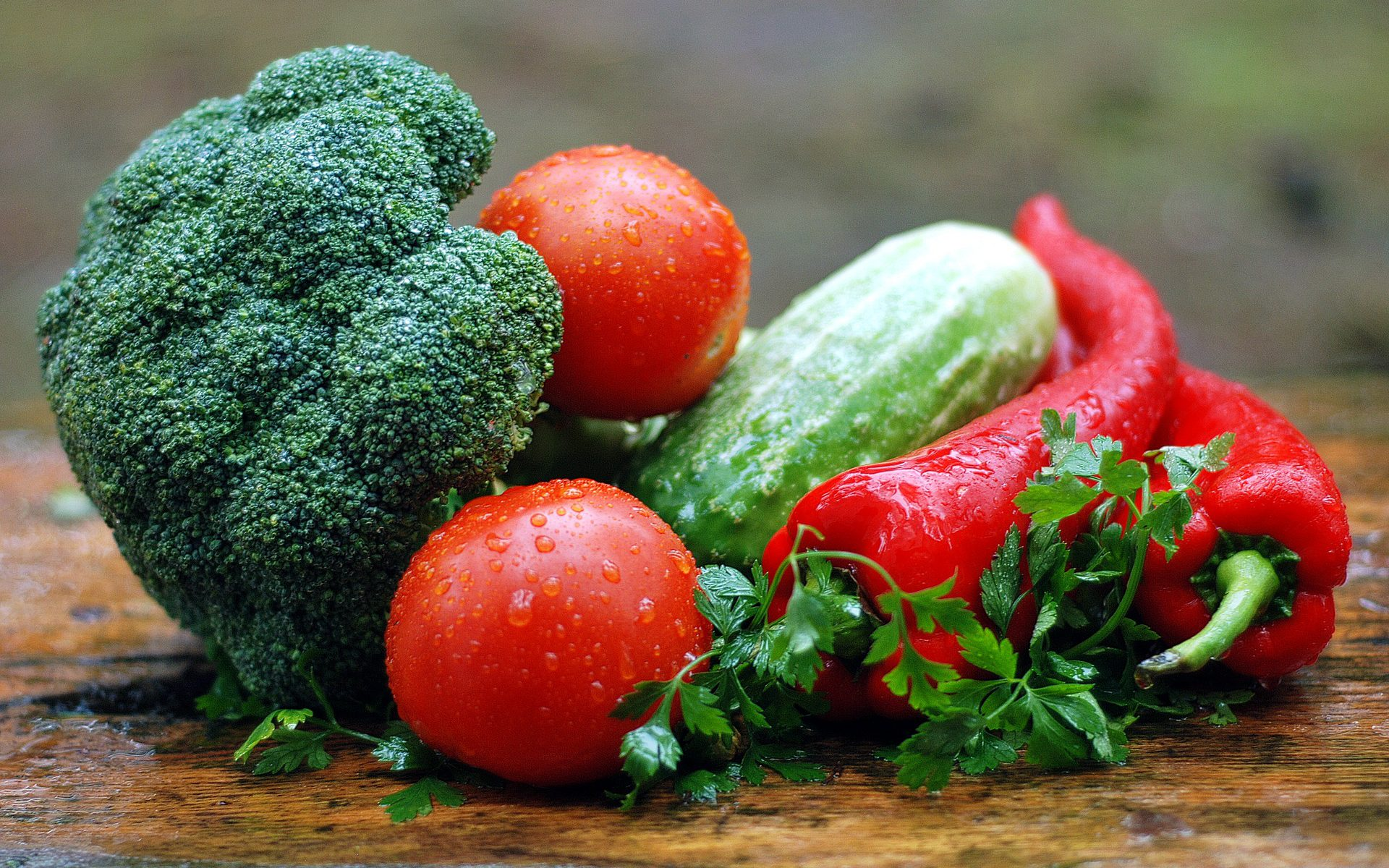 Broccoli, tomatoes, cucumber and red pepper